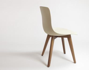 silla Nolita de resina y madera diseño moderna hosteleria